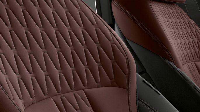 Imagine cu interiorul BMW X6 Individual cu tapiţerie.