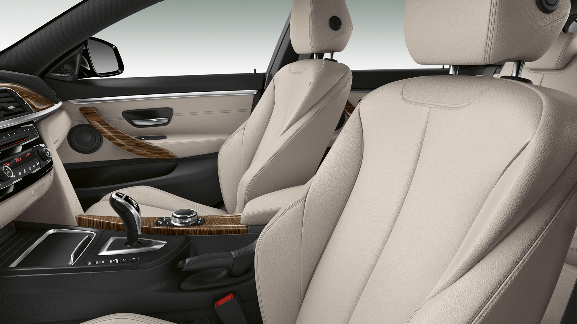 Interiorul BMW Seria 4 Gran Coupé, Model Luxury Line