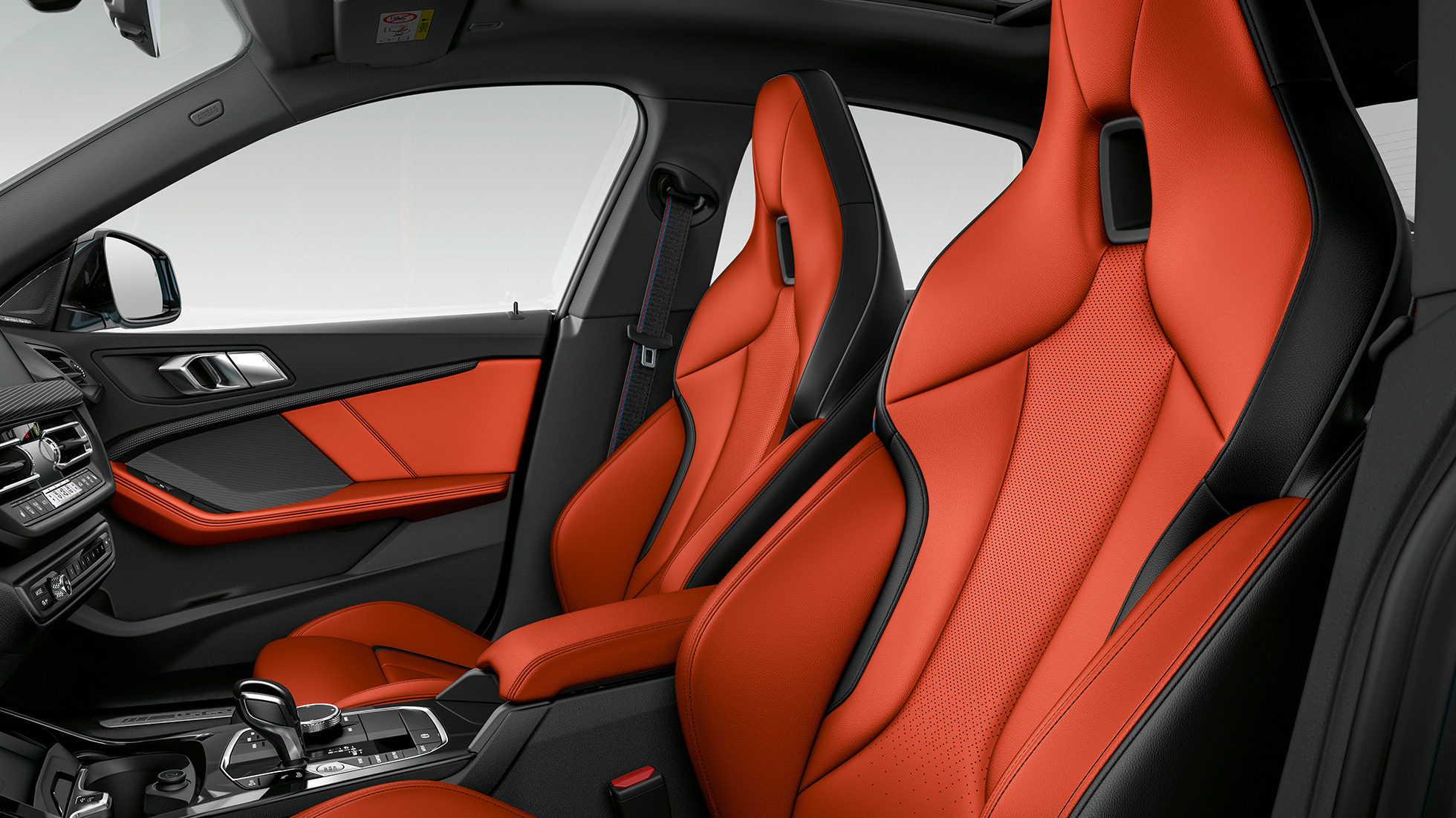 Imagine din interior cu aspectul premium al BMW M235i xDrive Gran Coupé, F44