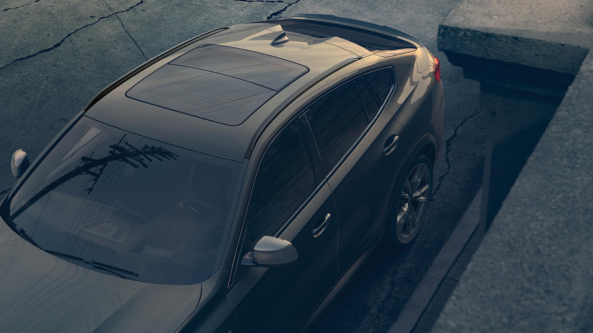"""Imagine în prim-plan cu trapa panoramică """"Sky Lounge"""" a BMW X6."""