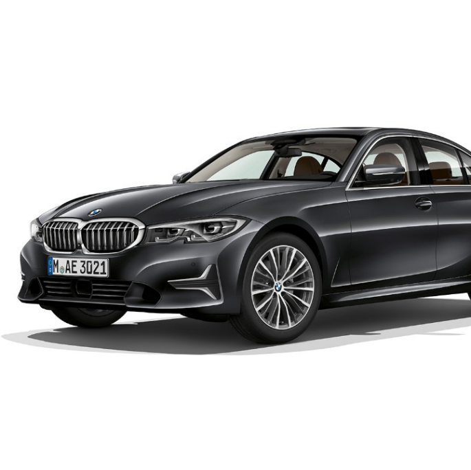 Imagine din lateral cu BMW Seria 3 Sedan model Luxury Line staţionând.