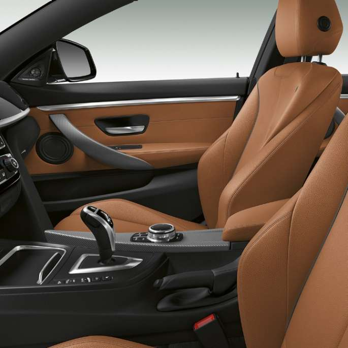 Interiorul BMW Seria 4 Gran Coupé, Model M Sport